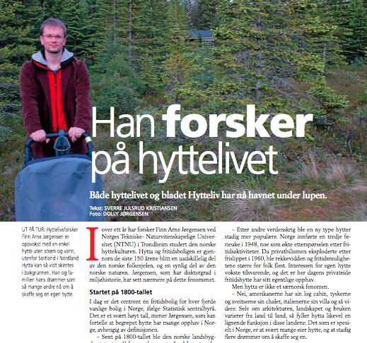 Han forsker på hyttelivet. Merk det lille vi kan se av den ganske så overgrodde familiehytta på Holmsnes i Nord-Norge
